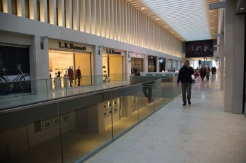 The Walk (seen from The Urban Room on the first floor) is intended as the The ground floor (seen from the first floor) is intended as the main thoroughfare for people just passing through but will also have many shops.